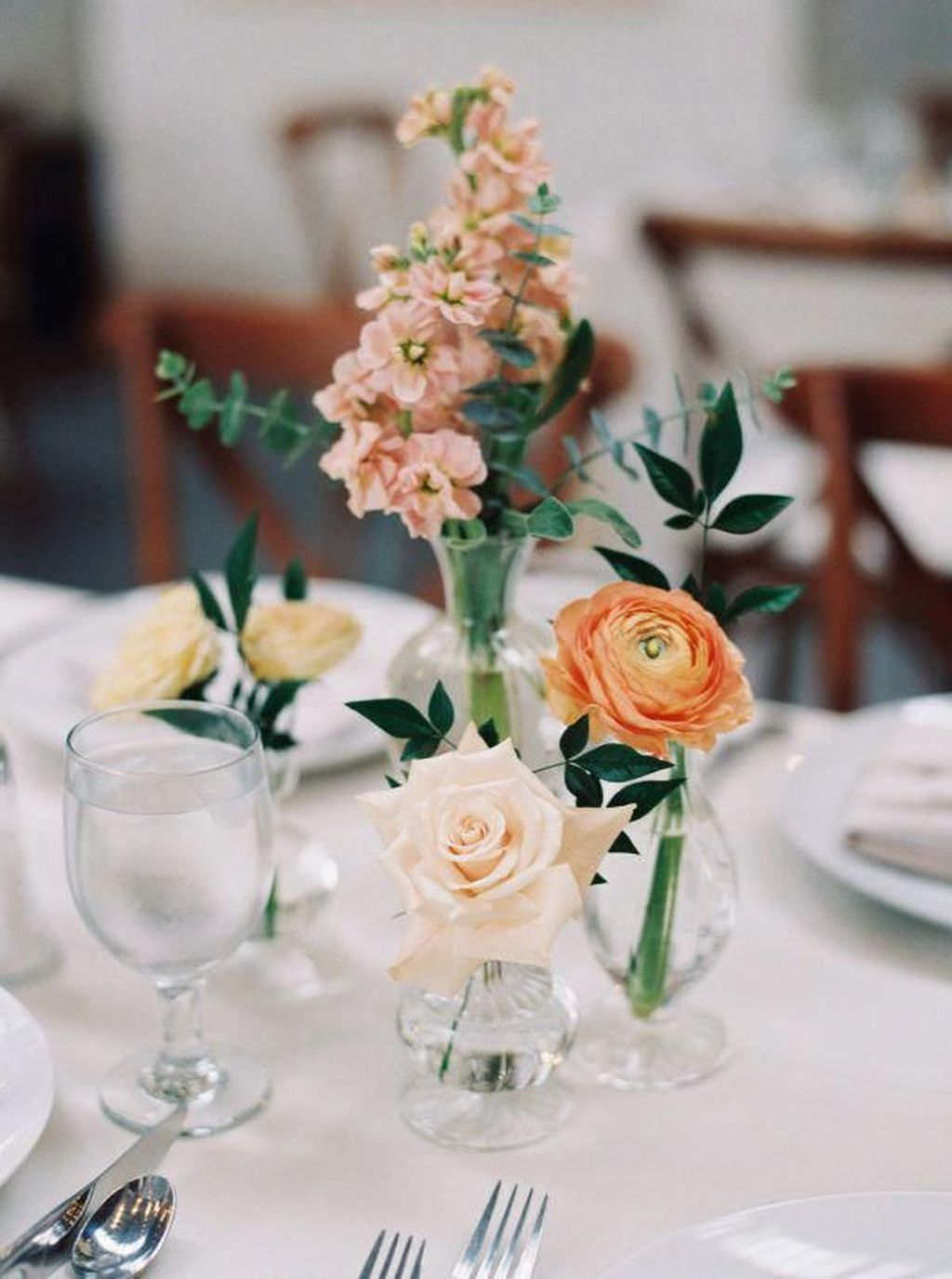 Lovely Bud Vase Centerpiece Decor Ideas For Your Dining Table 08