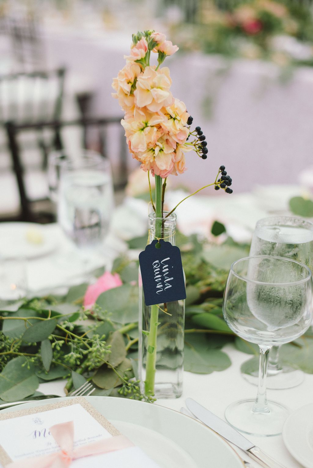 Lovely Bud Vase Centerpiece Decor Ideas For Your Dining Table 10