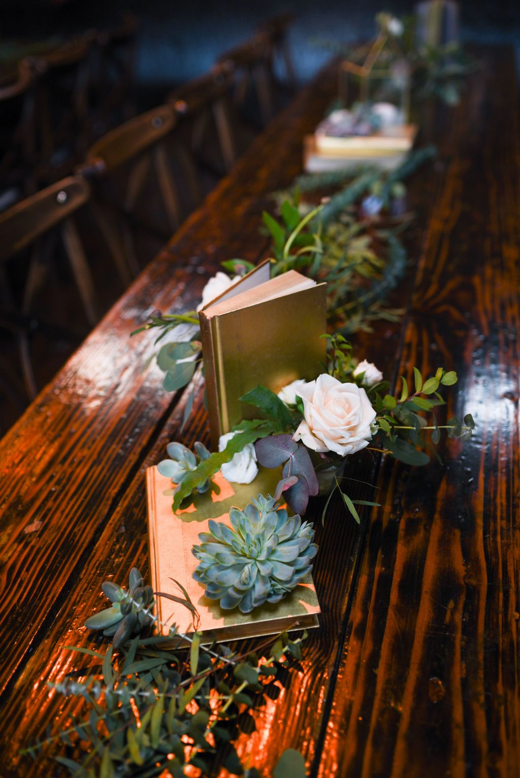 Lovely Bud Vase Centerpiece Decor Ideas For Your Dining Table 22