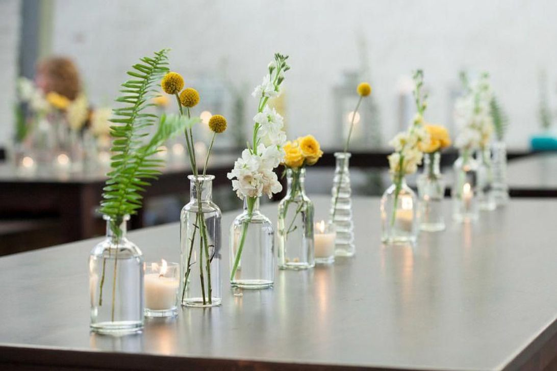 Lovely Bud Vase Centerpiece Decor Ideas For Your Dining Table 26