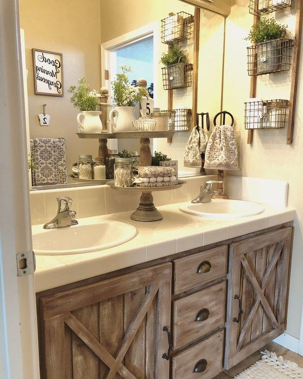 Lovely Farmhouse Bathroom Design Ideas 25