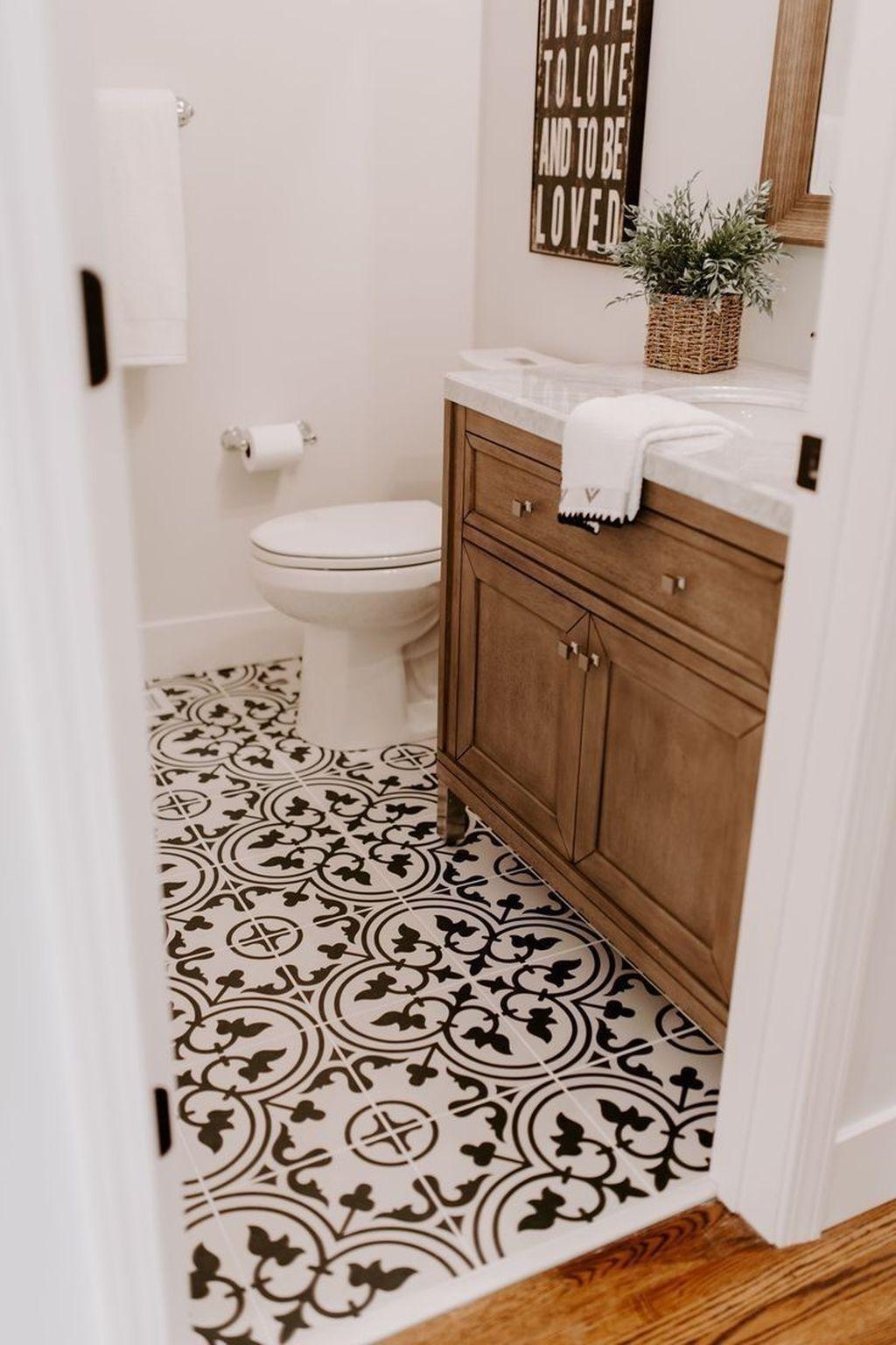 Lovely Farmhouse Bathroom Design Ideas 30