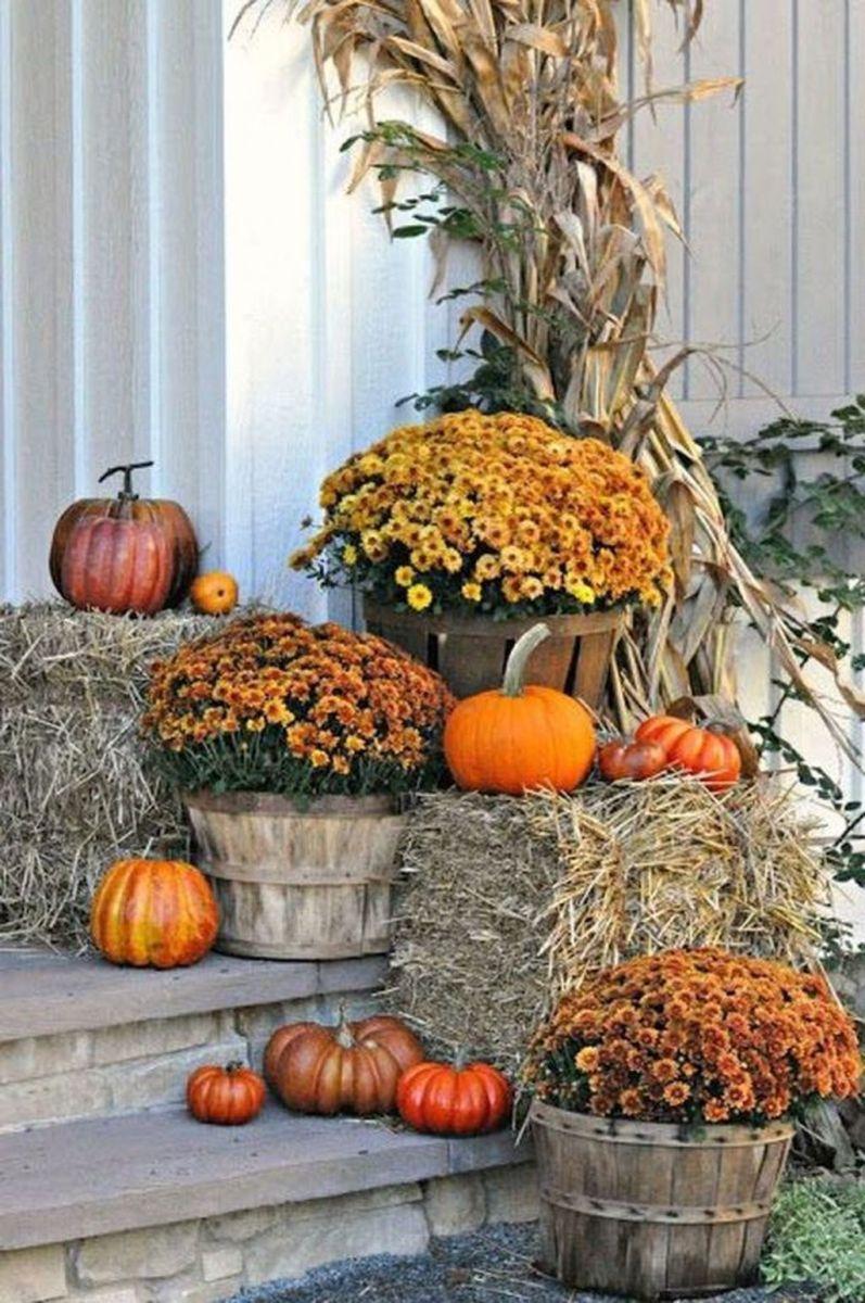 Lovely Outdoor Fall Theme Porch Decor Ideas 02