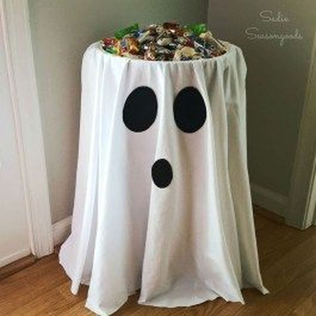 Stunning DIY Halloween Decorations Ideas 32