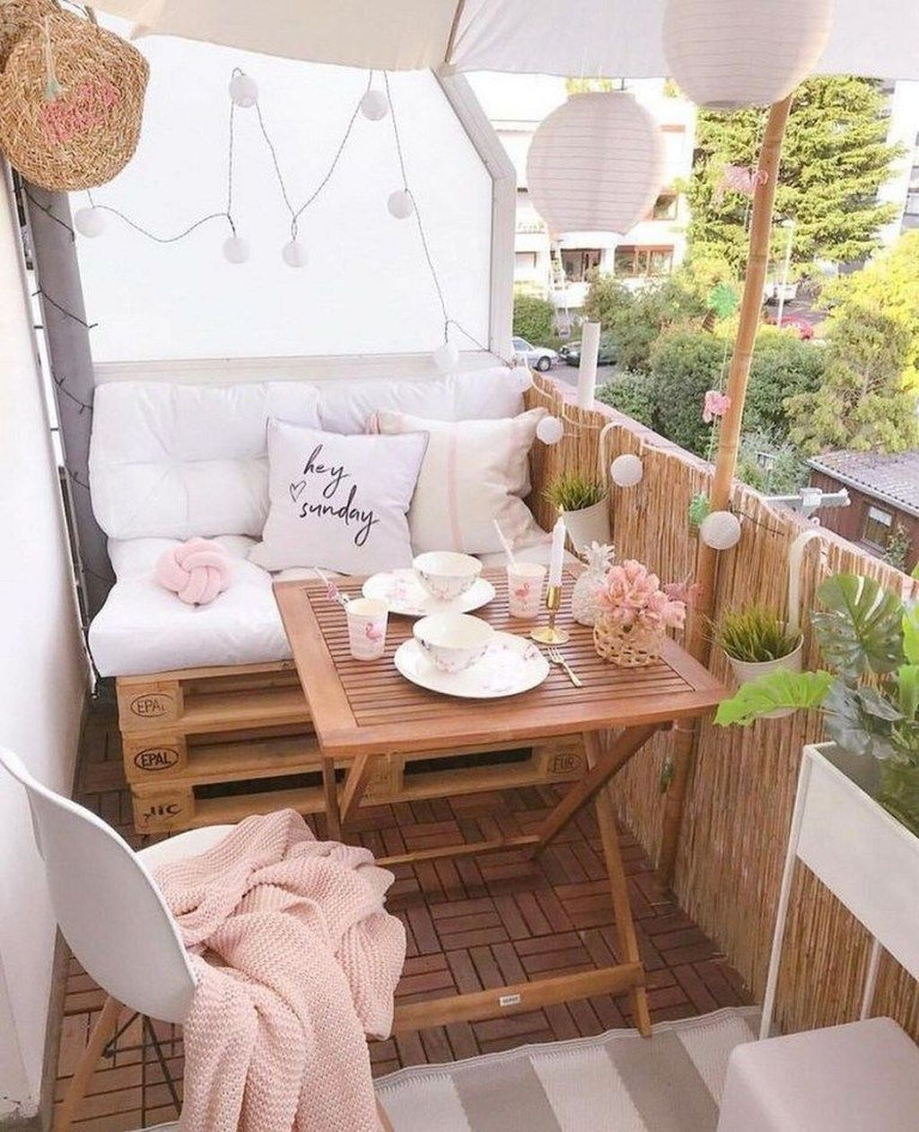 The Best Apartment Balcony Decor Ideas For Fall Season 08