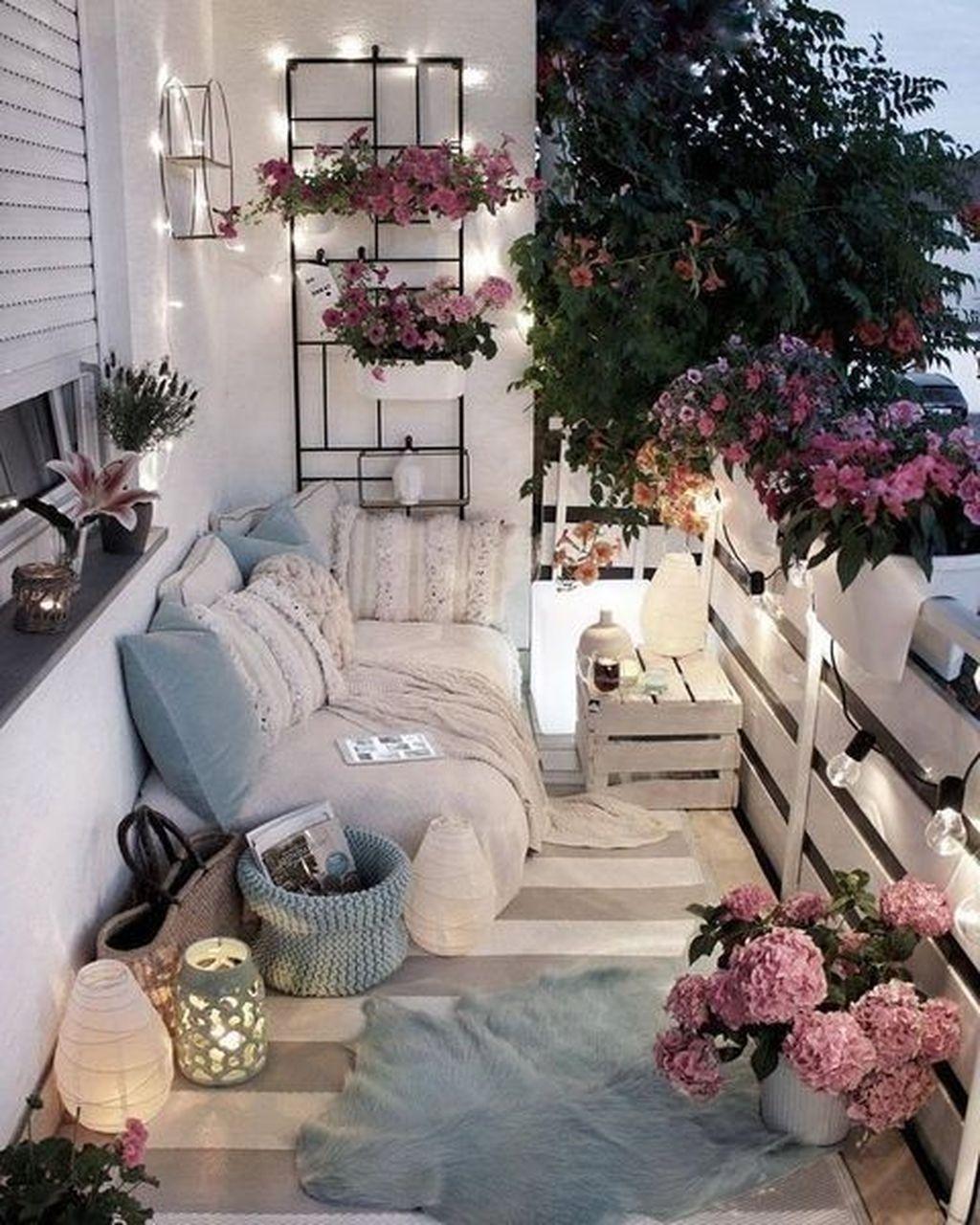 The Best Apartment Balcony Decor Ideas For Fall Season 31