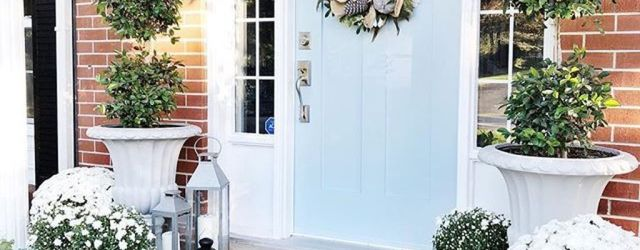 The Best Farmhouse Fall Decor Ideas For Front Doors 22