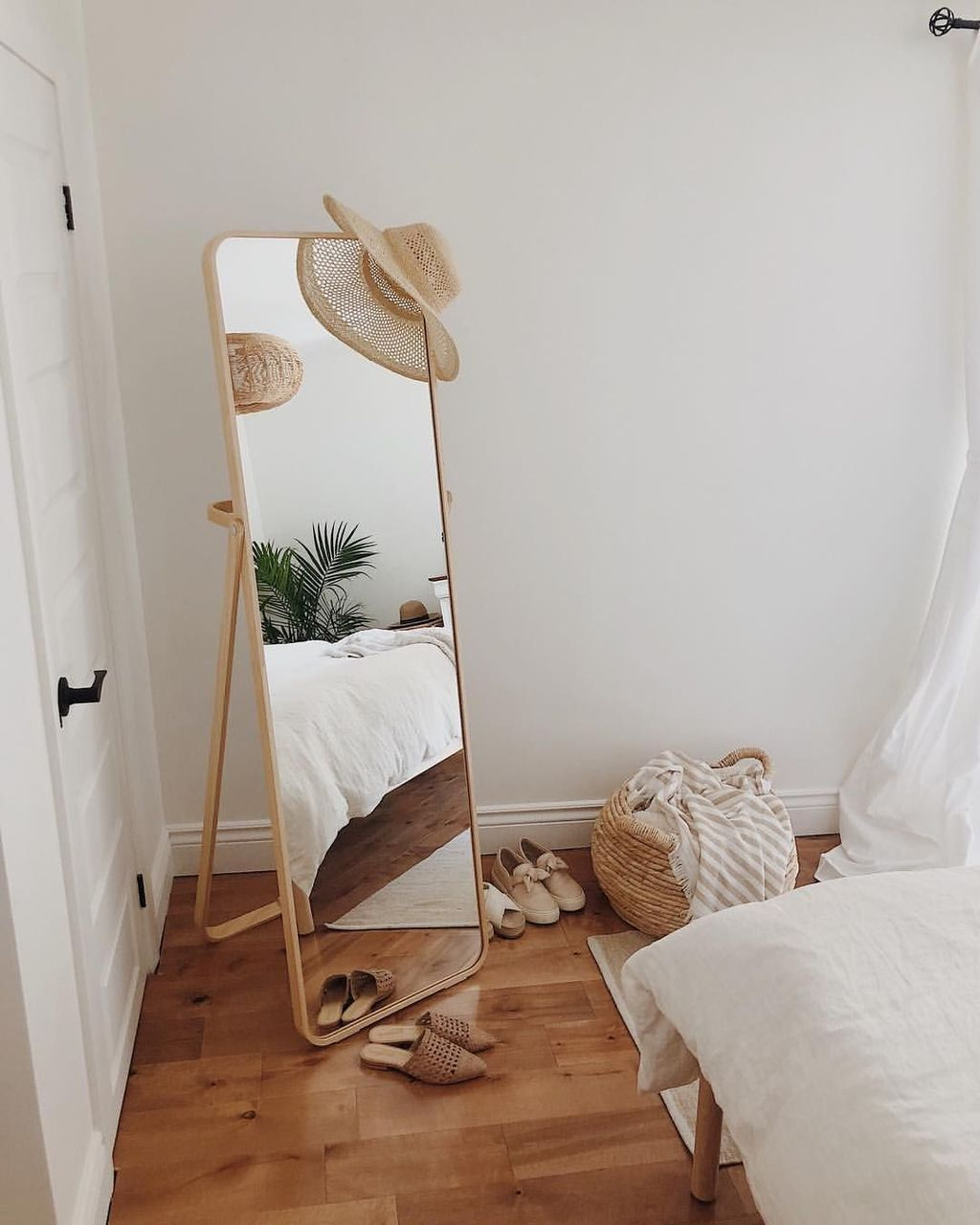 The Best Simple Bedroom Decor Ideas You Must Try 05