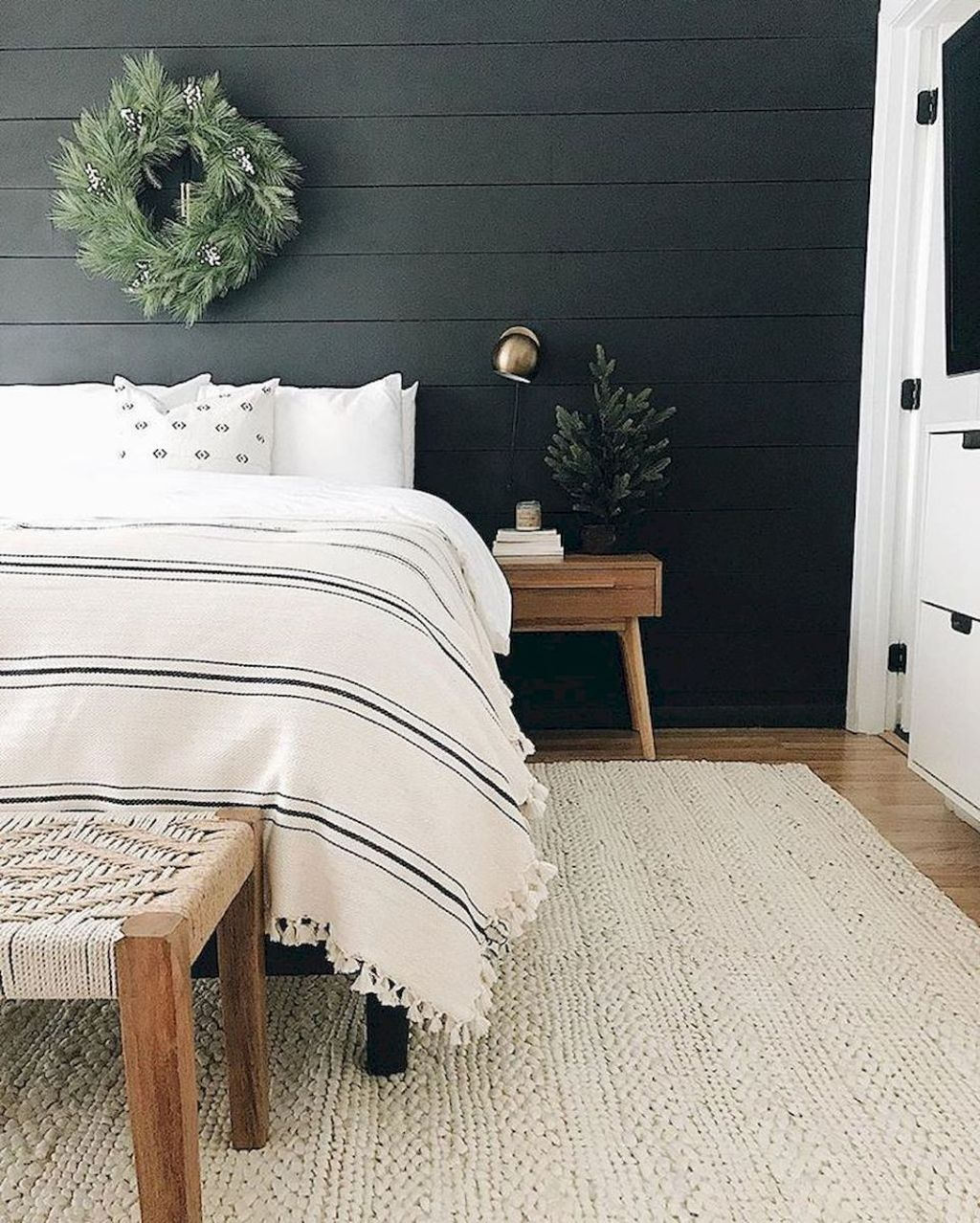 The Best Simple Bedroom Decor Ideas You Must Try 19