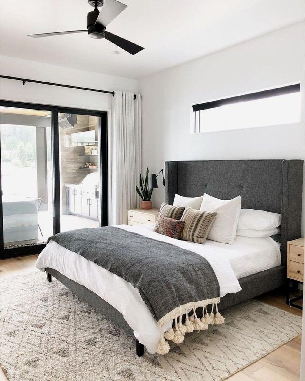 Wonderful Farmhouse Bedroom Decoration Ideas 02