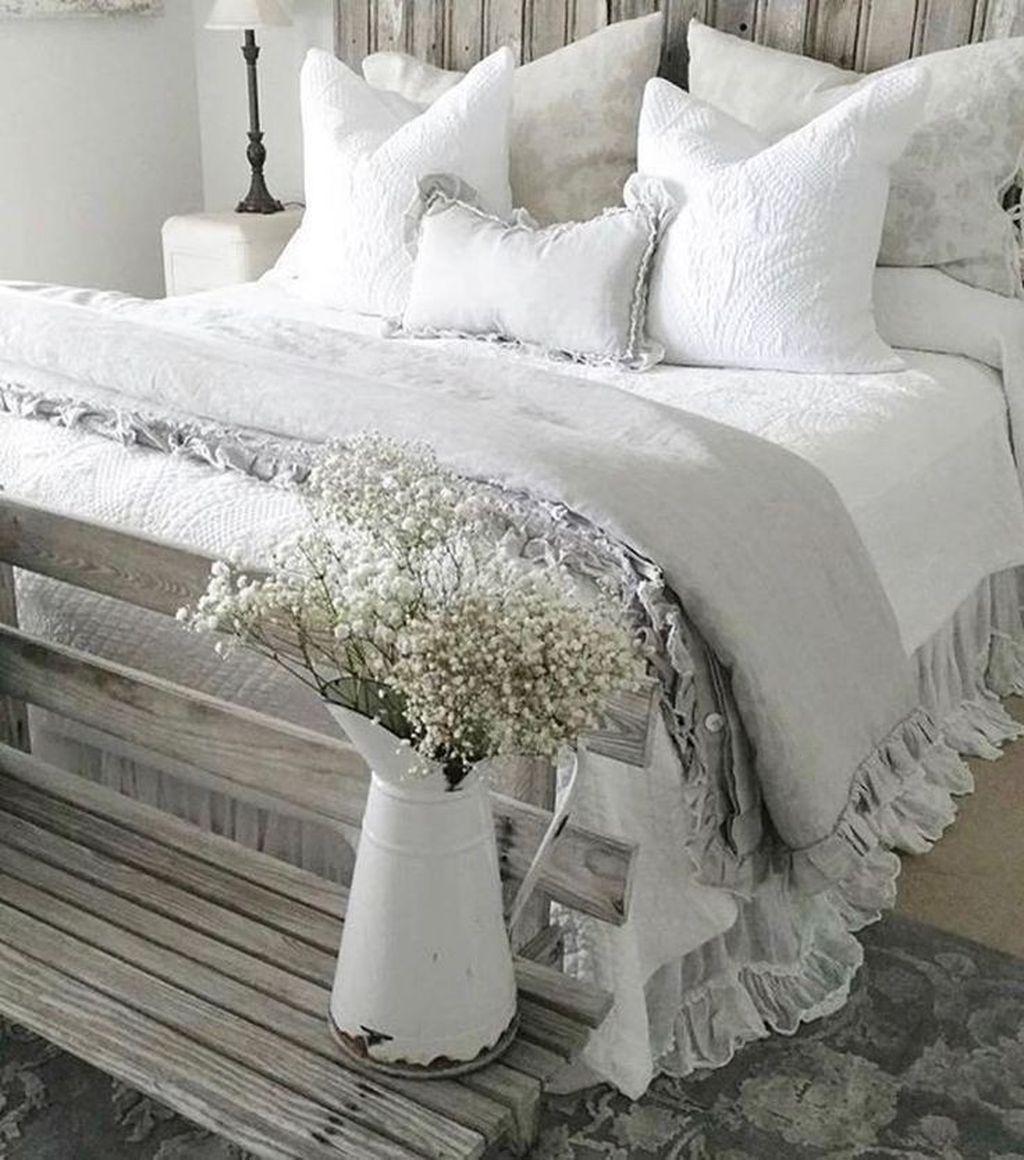 Wonderful Farmhouse Bedroom Decoration Ideas 04