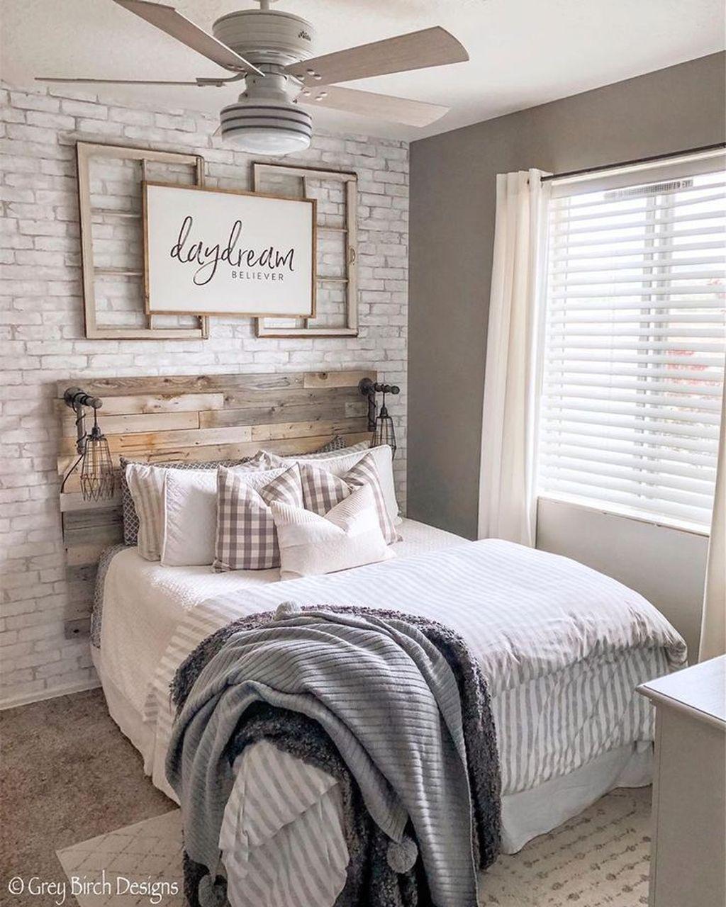 Wonderful Farmhouse Bedroom Decoration Ideas 15