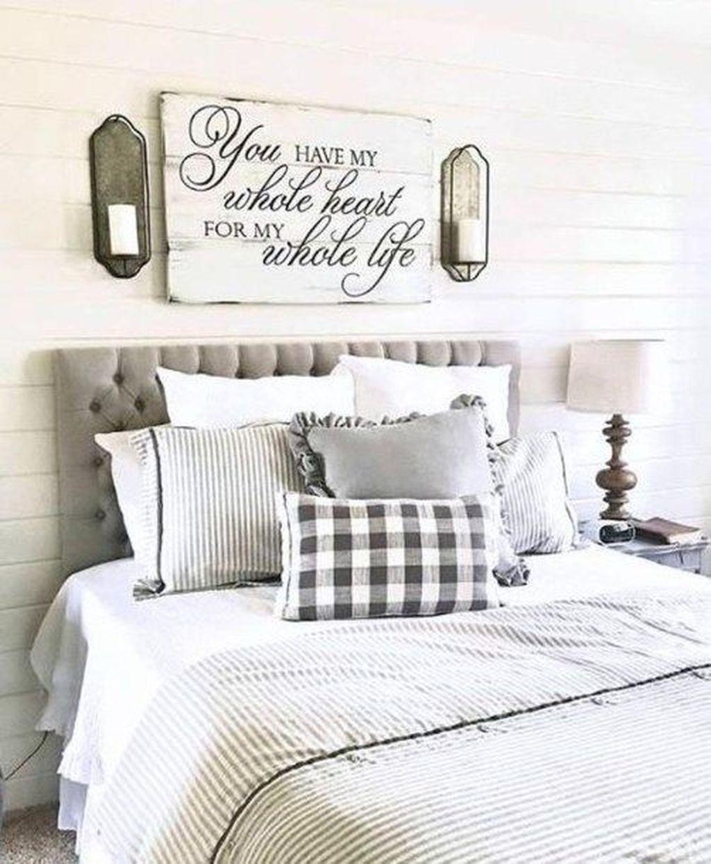 Wonderful Farmhouse Bedroom Decoration Ideas 18