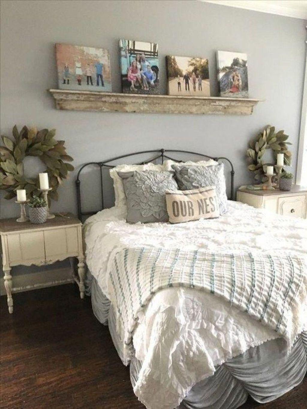 Wonderful Farmhouse Bedroom Decoration Ideas 20