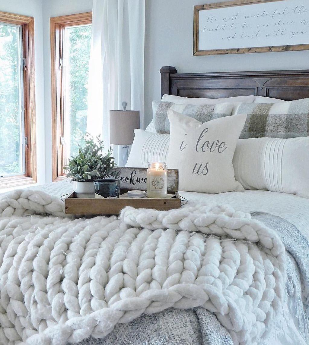 Wonderful Farmhouse Bedroom Decoration Ideas 21