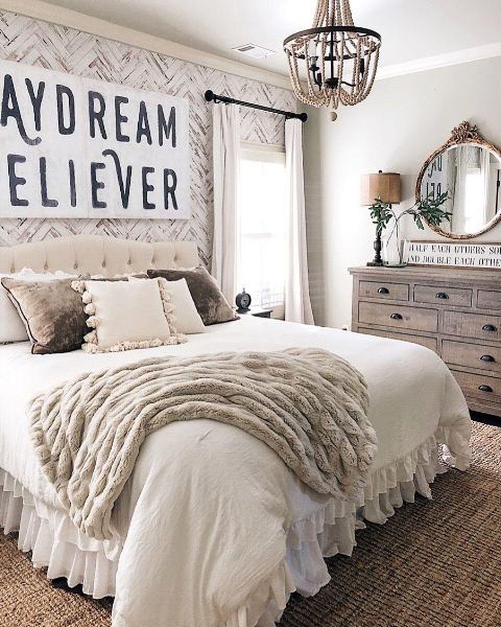 Wonderful Farmhouse Bedroom Decoration Ideas 25