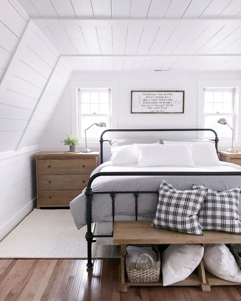 Wonderful Farmhouse Bedroom Decoration Ideas 29