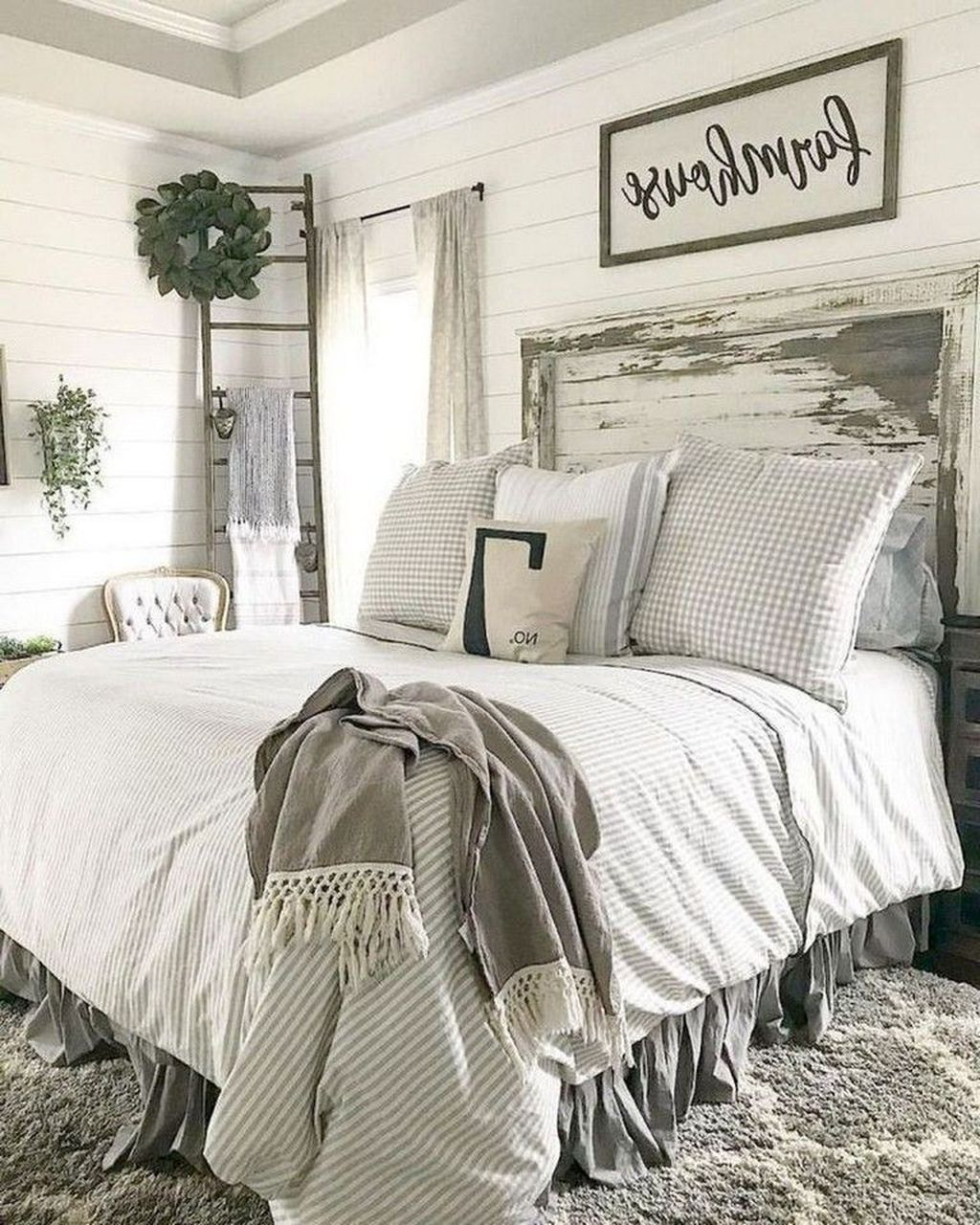 Wonderful Farmhouse Bedroom Decoration Ideas 30