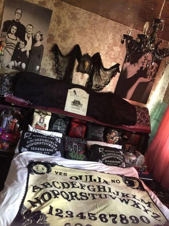 Amazing Bedroom Decoration Ideas With Halloween Theme 04