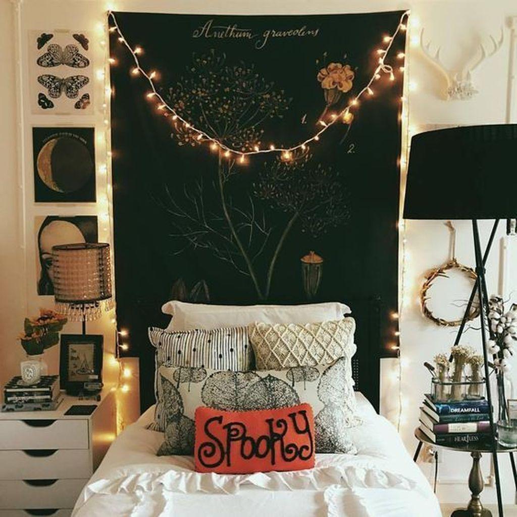Amazing Bedroom Decoration Ideas With Halloween Theme 07