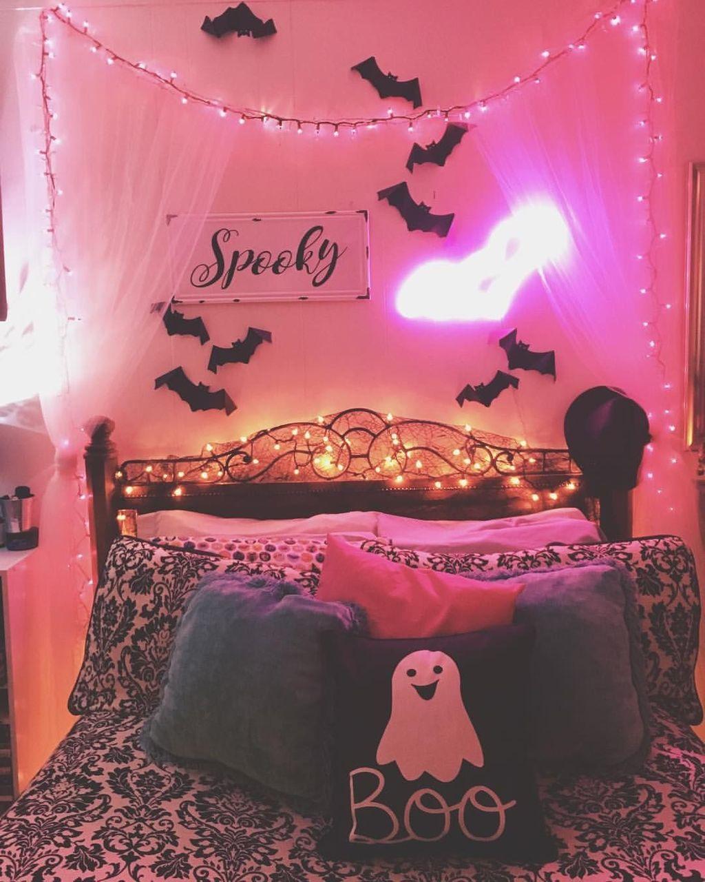 Amazing Bedroom Decoration Ideas With Halloween Theme 12