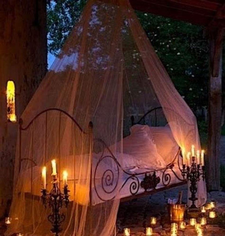 Amazing Bedroom Decoration Ideas With Halloween Theme 31