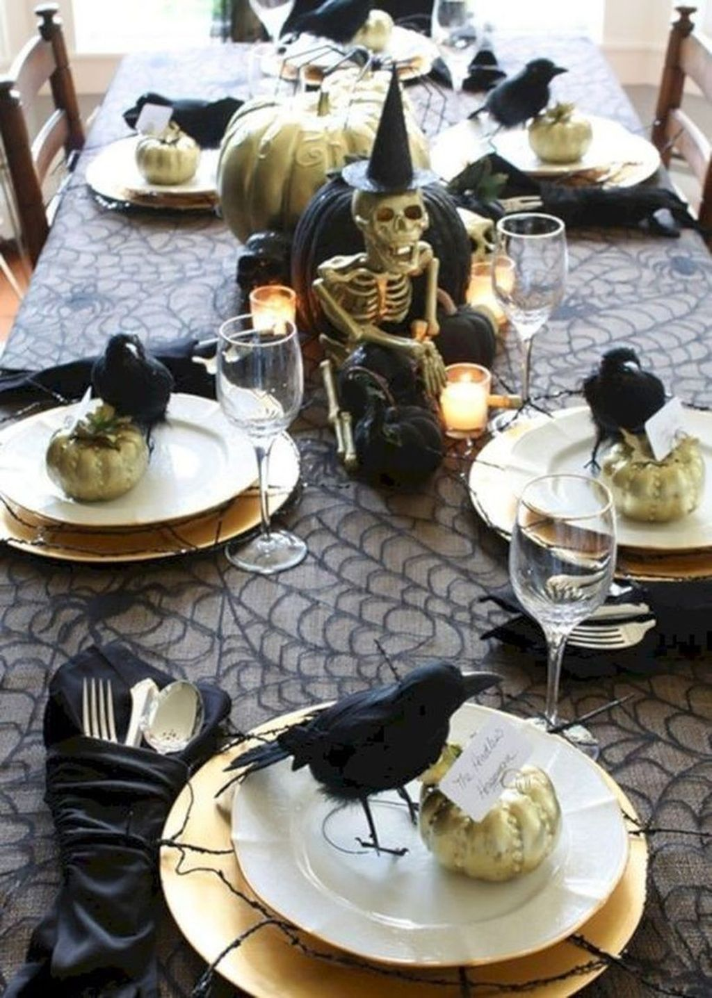 Fabulous Halloween Theme Dining Table Decor Ideas 03