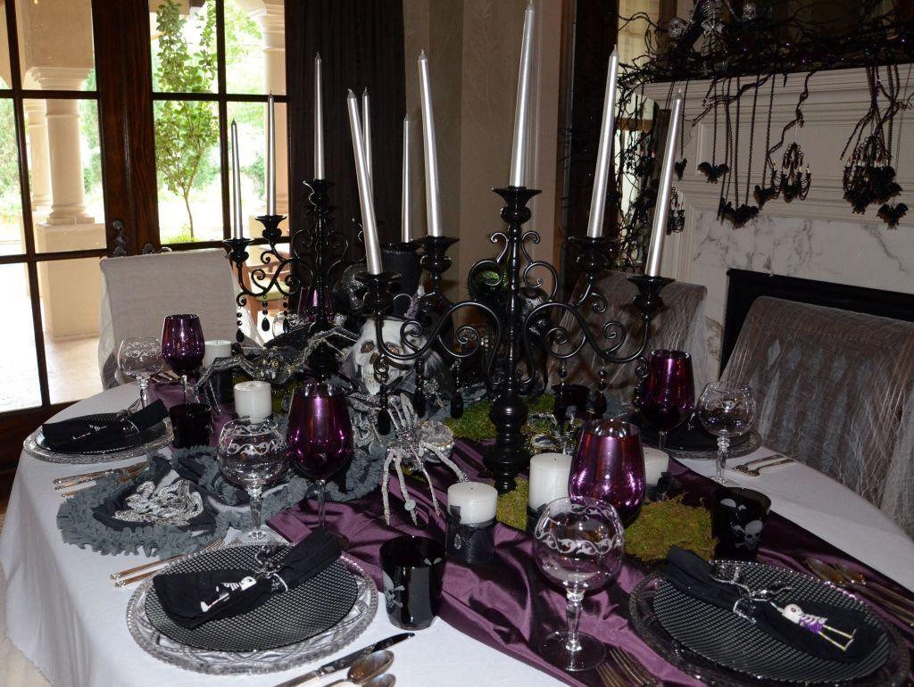 Fabulous Halloween Theme Dining Table Decor Ideas 11