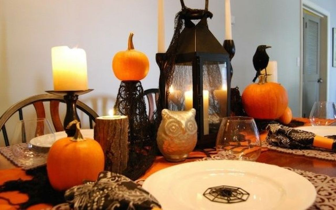 Fabulous Halloween Theme Dining Table Decor Ideas 22
