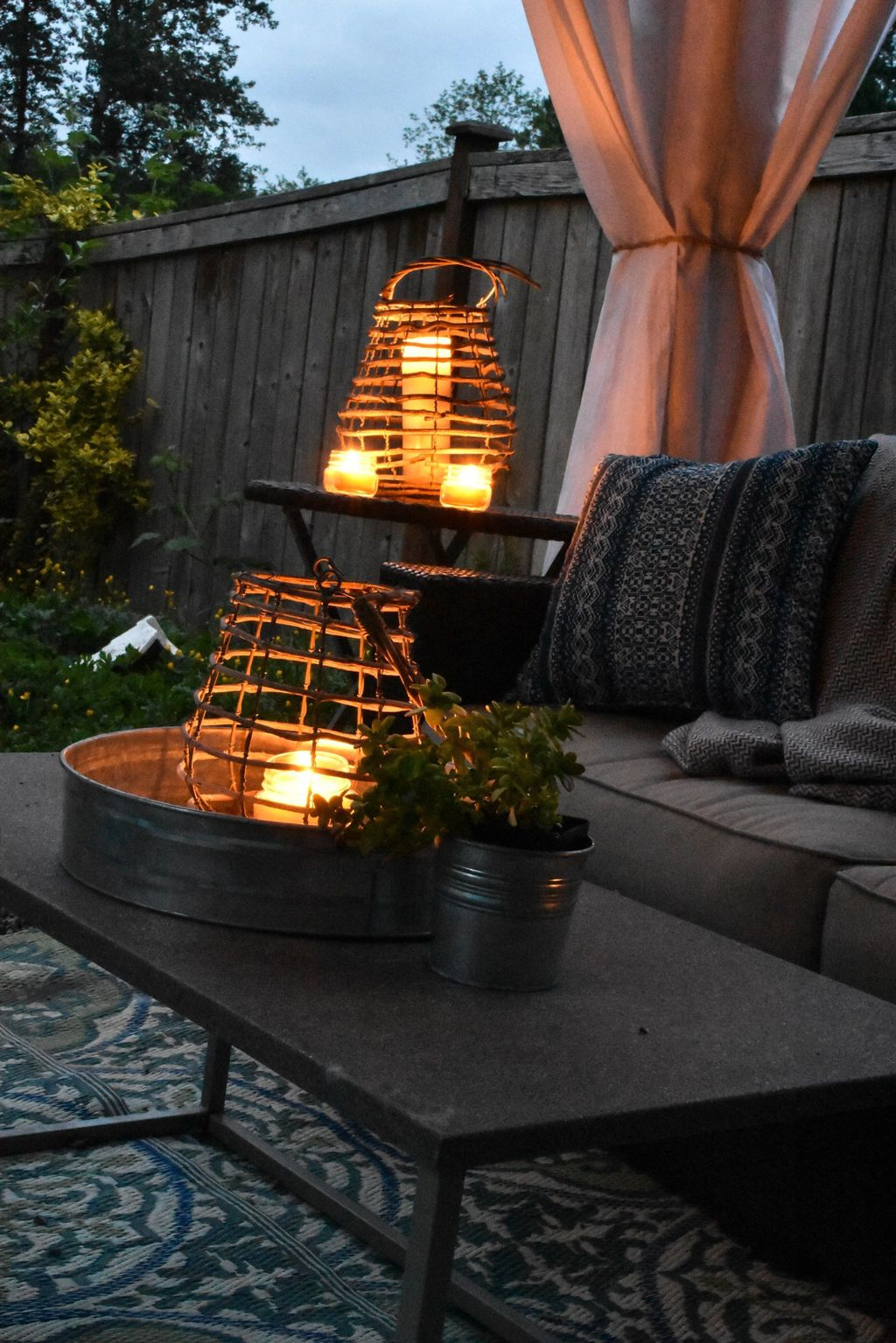 Inspiring Garden Lamps Ideas For Outdoors Decor 27