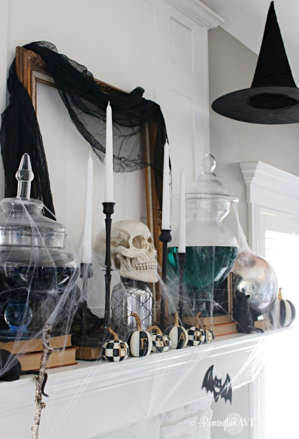 Stunning Black And White Halloween Decor Ideas For Your Home 12
