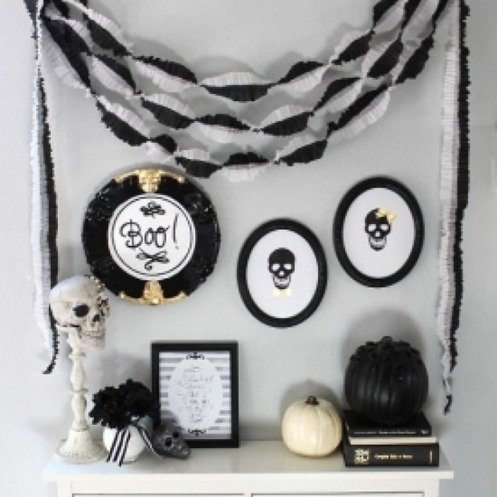 Stunning Black And White Halloween Decor Ideas For Your Home 17