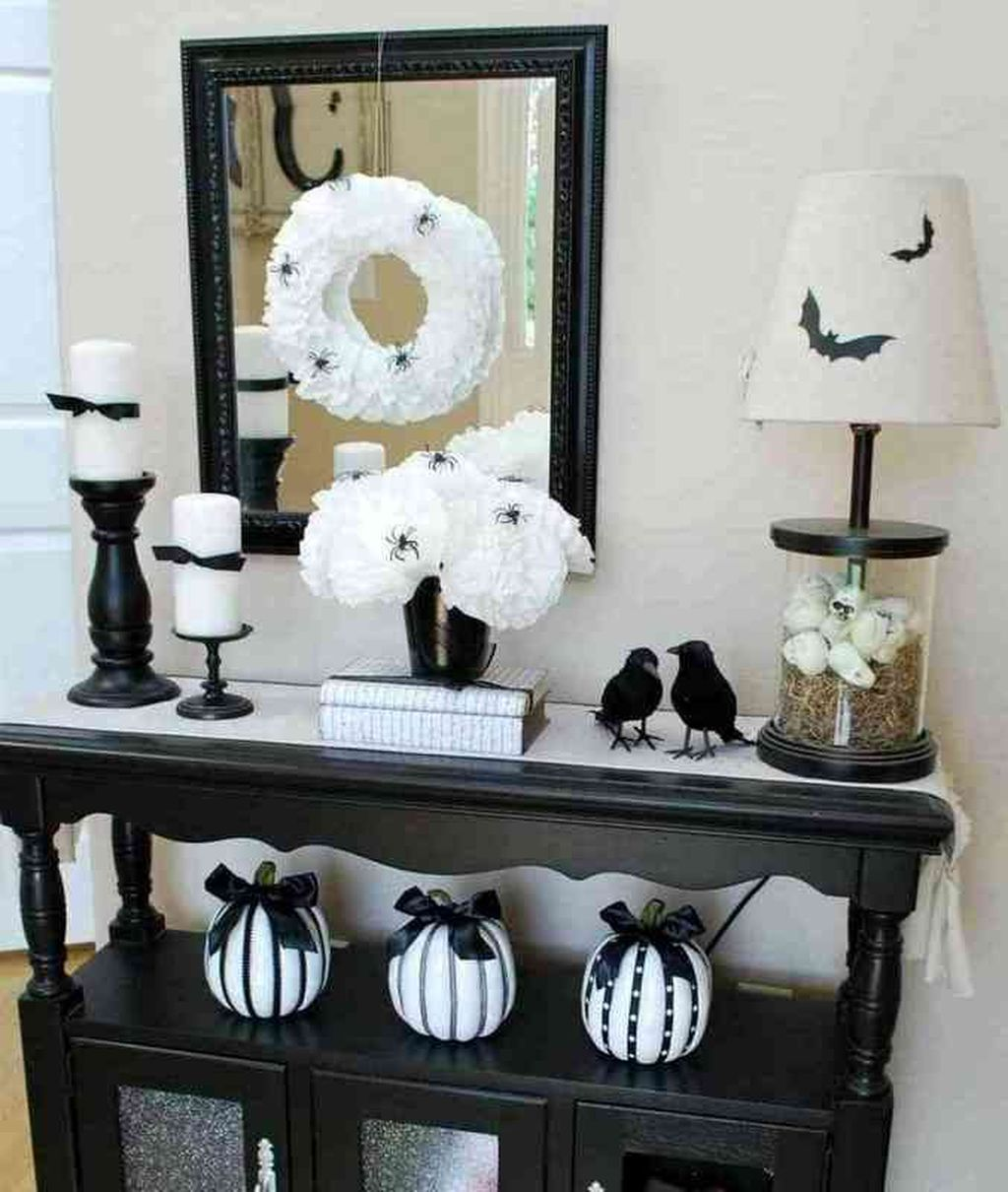 Stunning Black And White Halloween Decor Ideas For Your Home 24