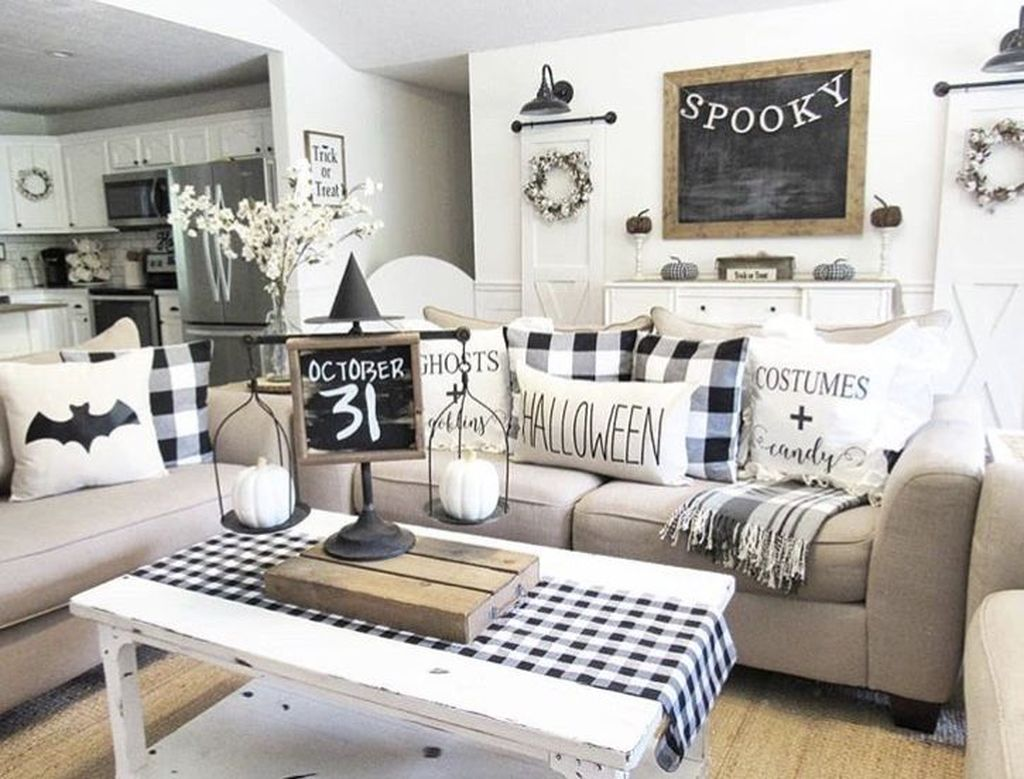 Stunning Black And White Halloween Decor Ideas For Your Home 25