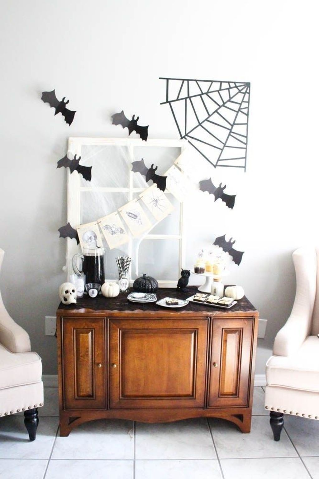 Stunning Black And White Halloween Decor Ideas For Your Home 28