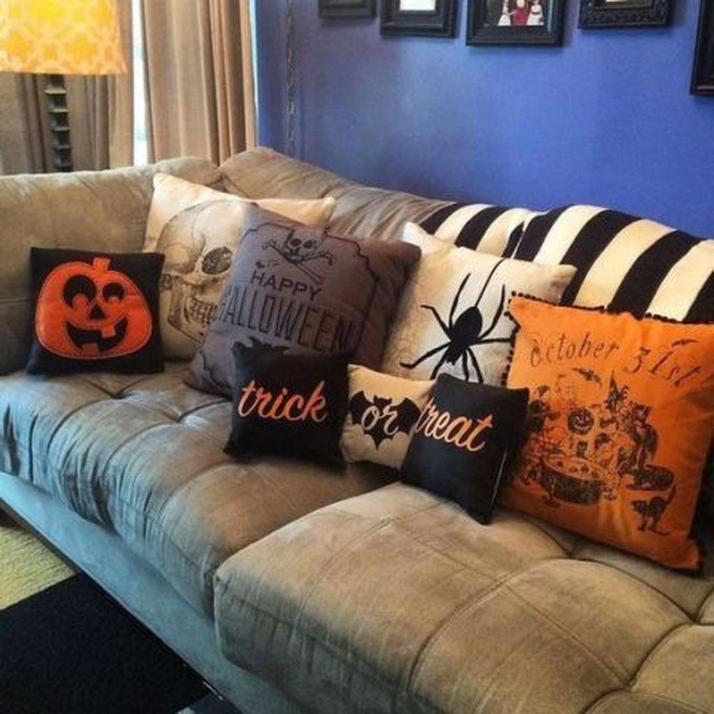 Stunning Halloween Living Room Decor Ideas Looks Scary 02