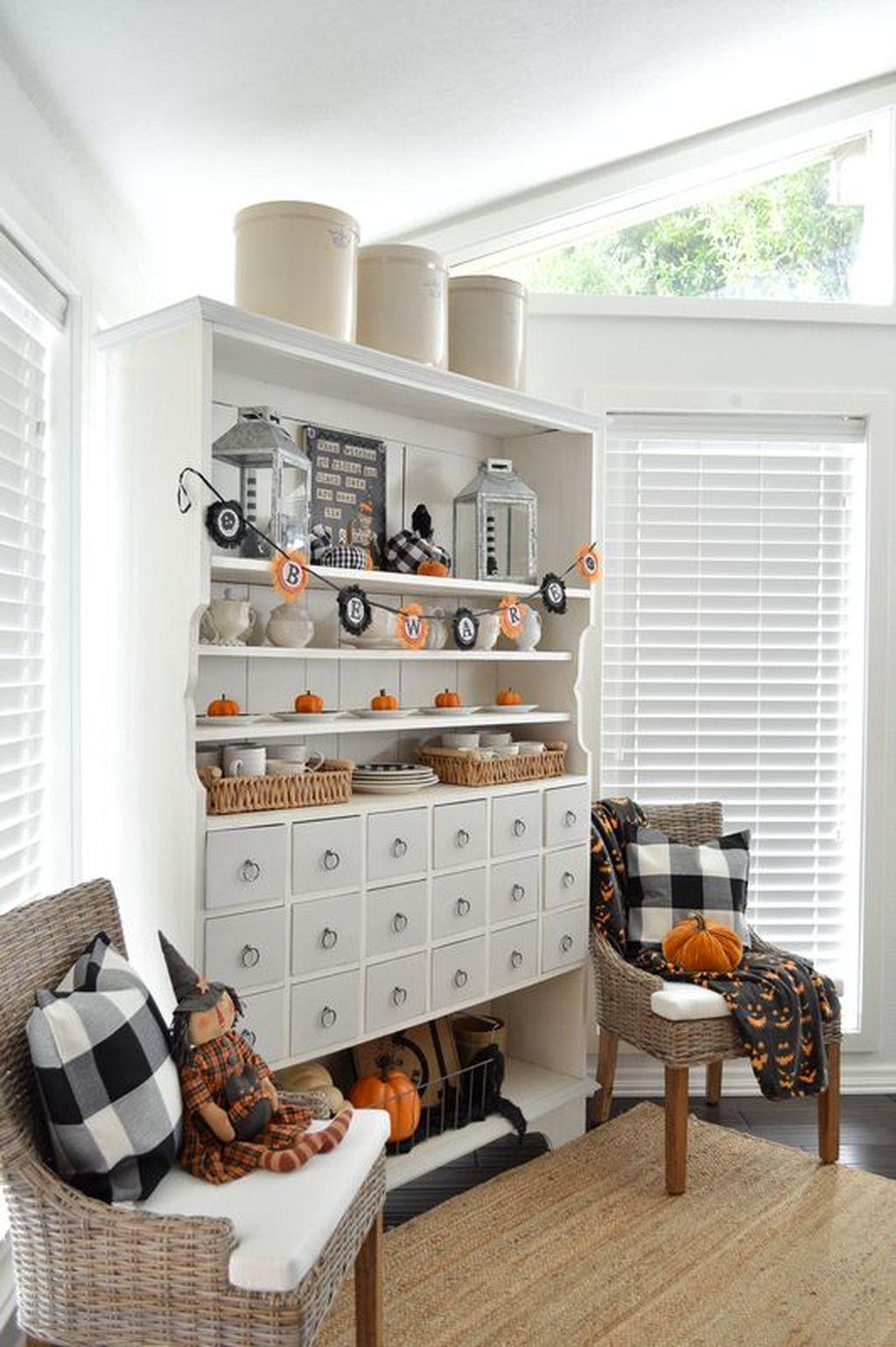 Stunning Halloween Living Room Decor Ideas Looks Scary 07