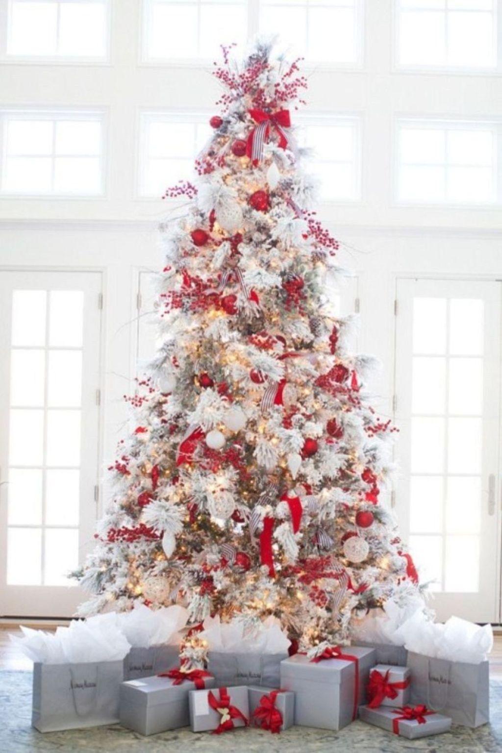 Amazing Winter Christmas Tree Design And Decor Ideas 15