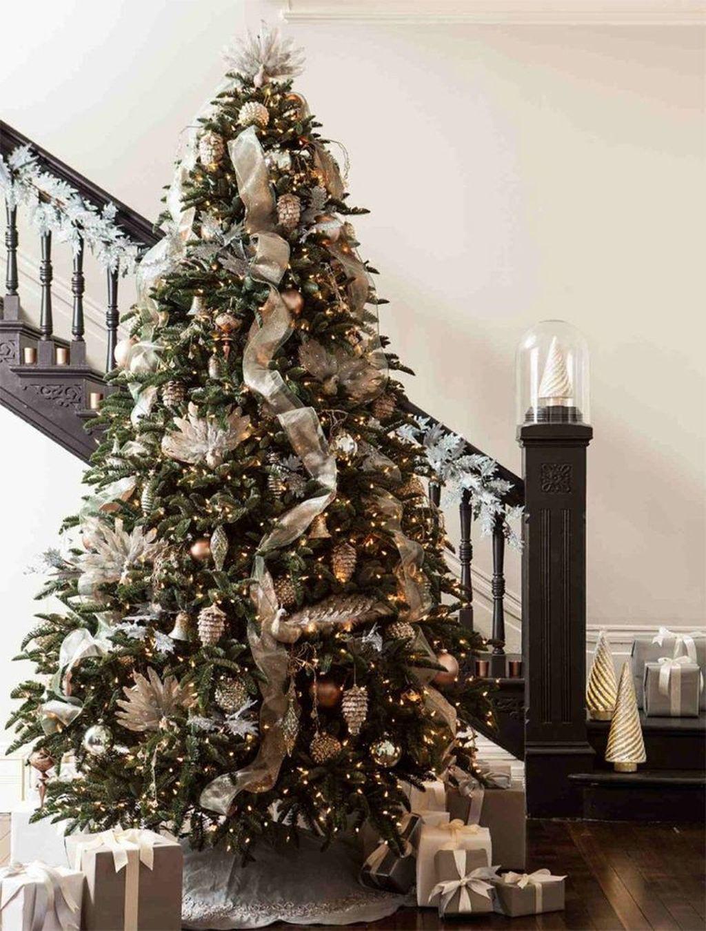Amazing Winter Christmas Tree Design And Decor Ideas 20