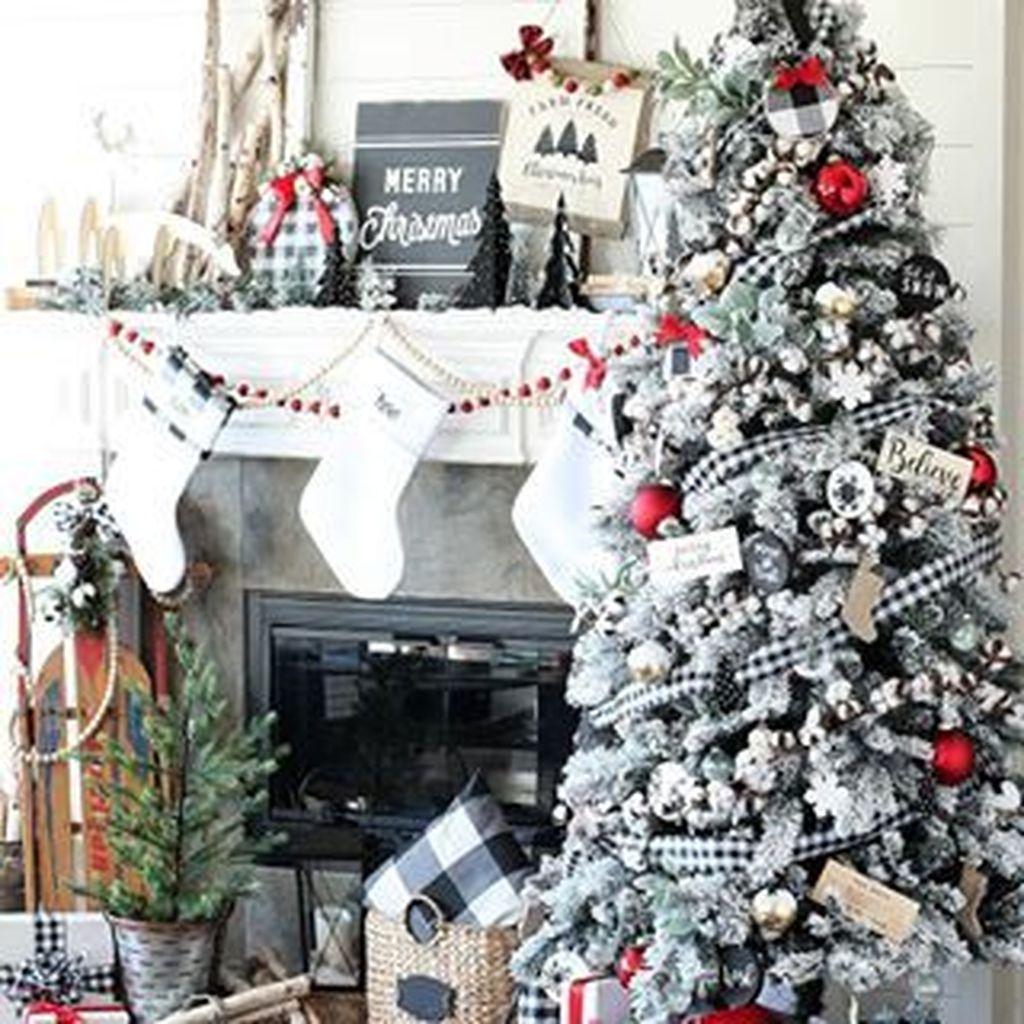 Amazing Winter Christmas Tree Design And Decor Ideas 21