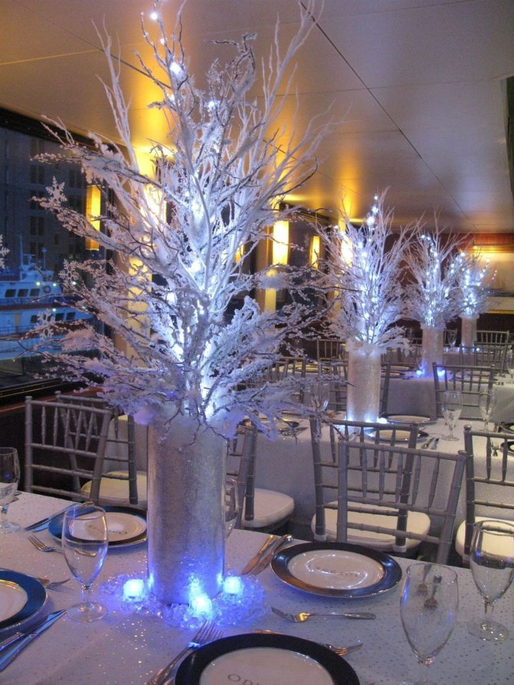 Awesome Winter Wonderland Party Decorations Ideas 18
