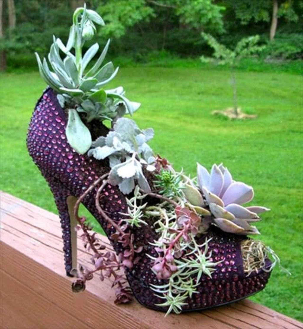 Beautiful Outdoor Succulent Planter Ideas 21