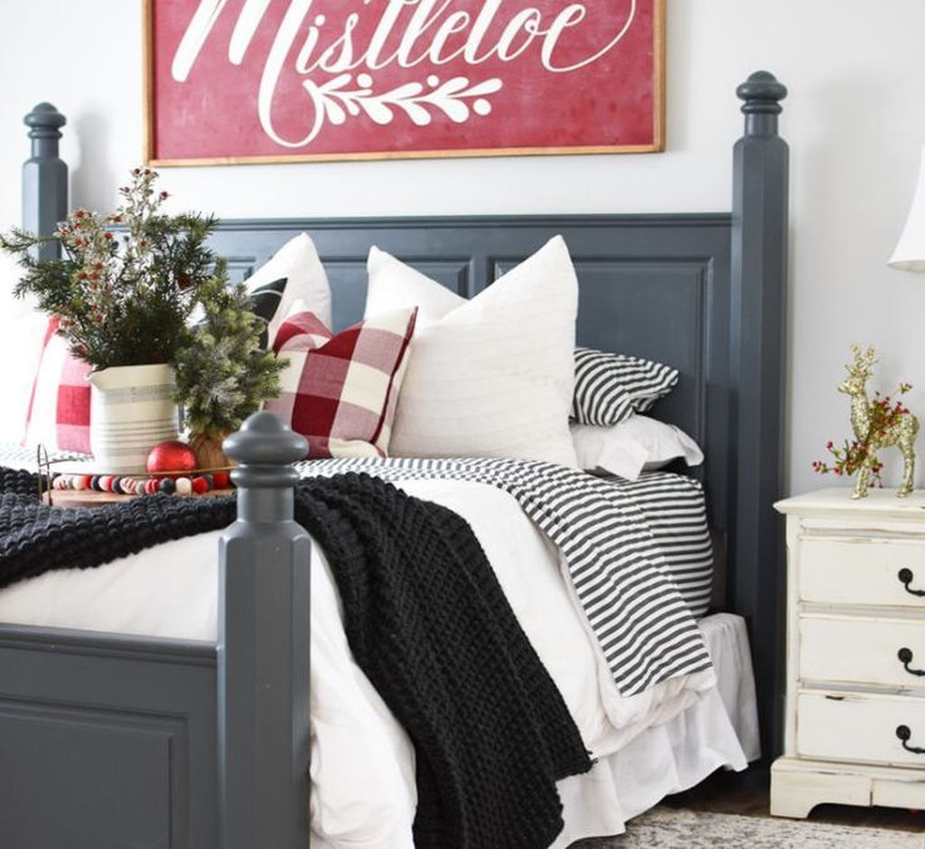 Gorgeous Master Bedroom Decor Ideas For Wintertime 23