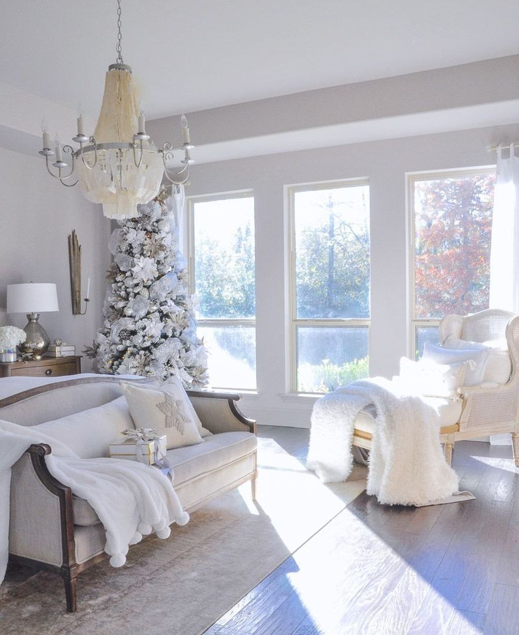 Gorgeous Master Bedroom Decor Ideas For Wintertime 27