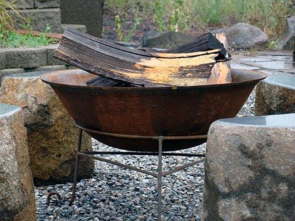 Inspiring Backyard Fire Pit Ideas 22