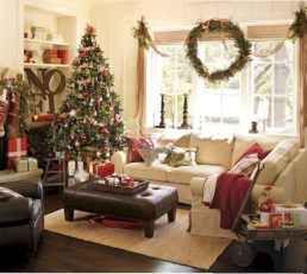 Lovely Christmas Living Room Decor Ideas 06