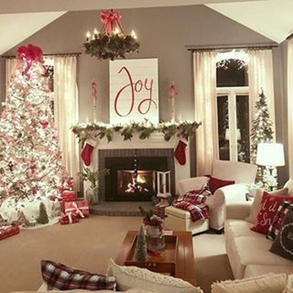 Lovely Christmas Living Room Decor Ideas 22
