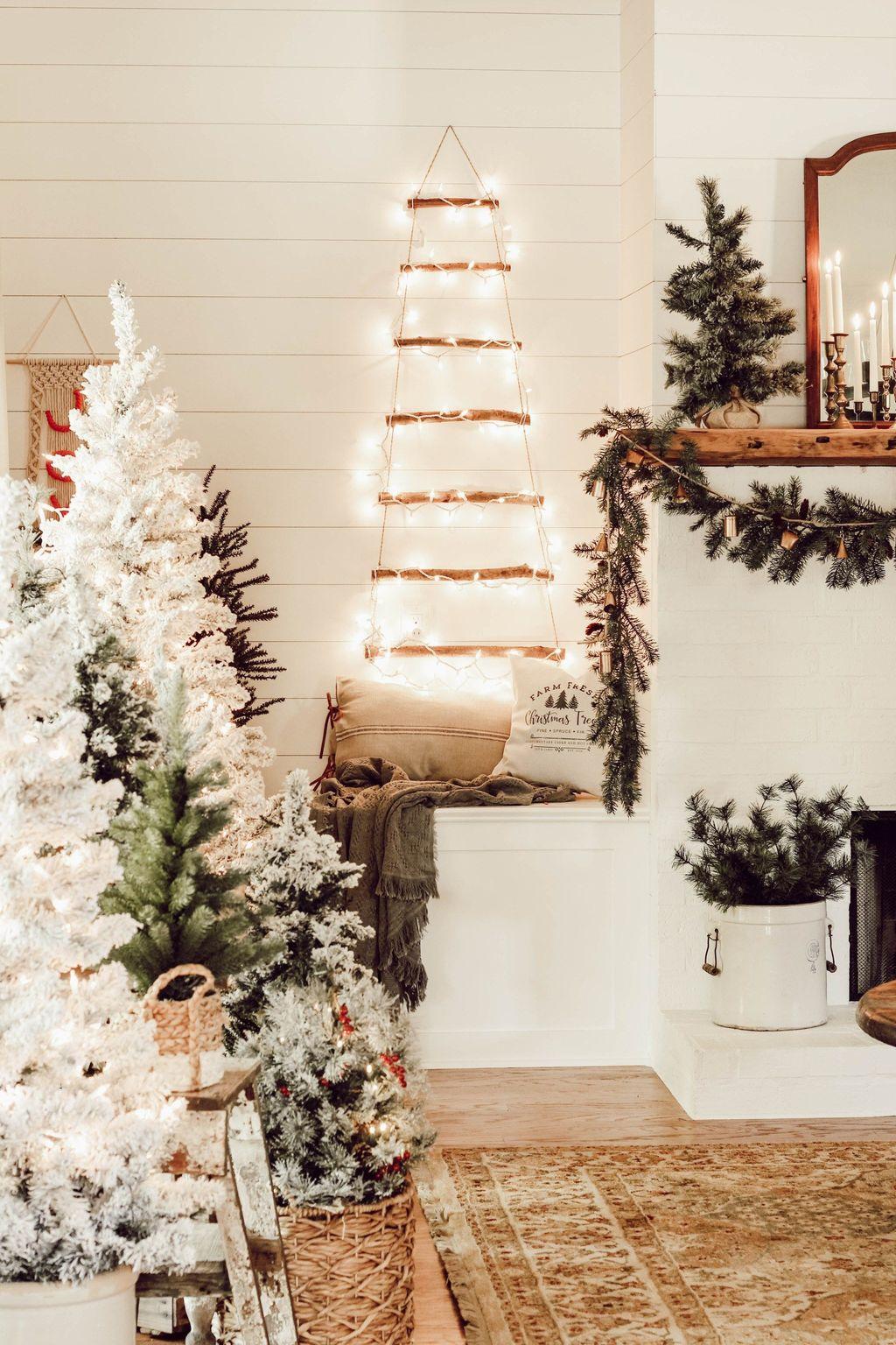 Lovely Christmas Living Room Decor Ideas 26