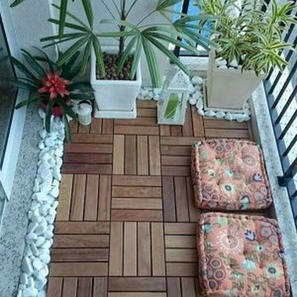 Lovely Small Apartment Balcony Design And Decor Ideas 05