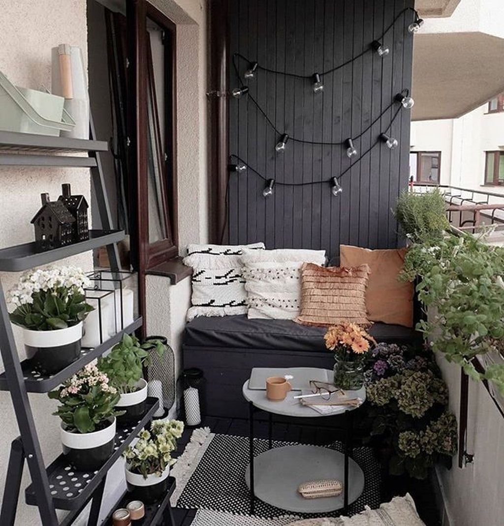 Lovely Small Apartment Balcony Design And Decor Ideas 06